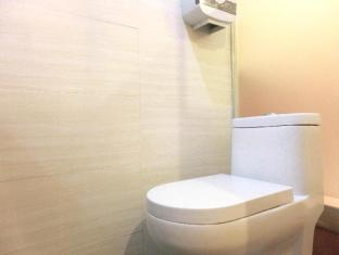 USA Hostel Hong Kong - Bathroom (Newly Renovated)