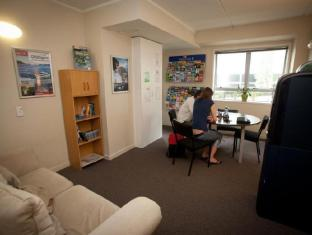 City Lodge Backpackers Auckland - Reading Room