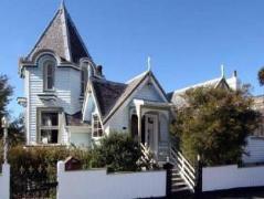 Hulmes Court | New Zealand Budget Hotels