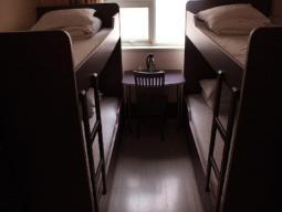 6-bäddars sovsal med delat badrum