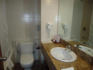 Ramada Katunayake Hotel - Colombo International Airport Negombo - Standard Room Bathroom