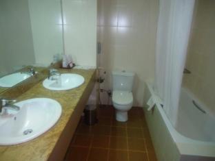 Ramada Katunayake Hotel - Colombo International Airport Negombo - Super Deluxe Room Bathroom