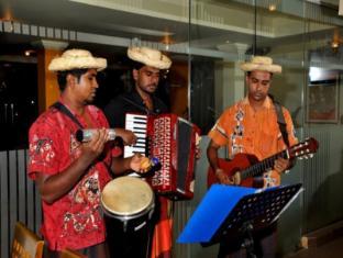 Ramada Katunayake Hotel - Colombo International Airport Negombo - Hotel Calipso Band