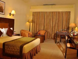 Ramada Katunayake Hotel - Colombo International Airport Negombo - Suite Bedroom