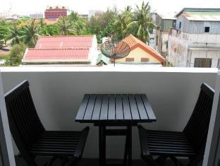 Blue Tongue Hotel Phnom Penh - Exterior