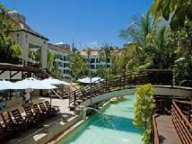 Yoho Bike Hotel: garden