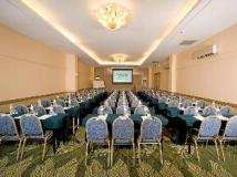 Yoho Bike Hotel: meeting room