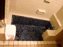 Yoho Bike Hotel: bathroom