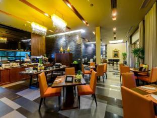 Impiana Private Villas Phuket - The Living Room Restaurant