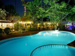 Lanta Pavilion Resort Koh Lanta - Outdoor Adult & Child Pools at Night