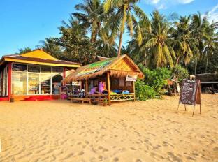 Lanta Pavilion Resort Koh Lanta - Beach front Massage / Travel & Tour Advice Centre
