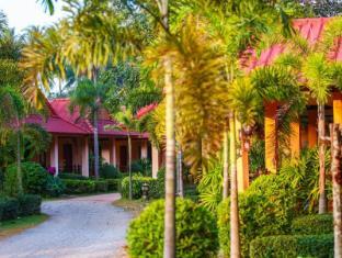Lanta Pavilion Resort Koh Lanta - Garden Entrance Area