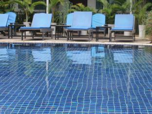 The Billabong Hotel & Hostel Phnom Penh - Swimming Pool