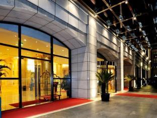 Riverview Hotel on the Bund Shanghai - Front Gate