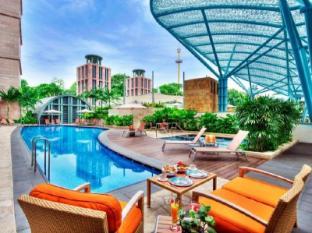 Resorts World Sentosa - Hotel Michael Singapore - Swimming Pool - Michael Pool