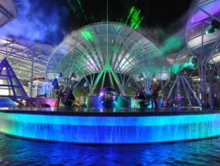 Resorts World Sentosa - Hotel Michael Singapore - Lake of Dream