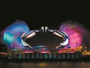 Resorts World Sentosa - Hotel Michael Singapore - Crane Dance
