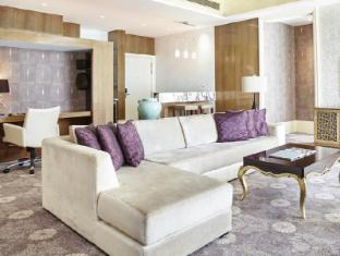 Resorts World Sentosa - Hotel Michael Singapore - Deluxe Premium Suite 2 Bedroom Living Room