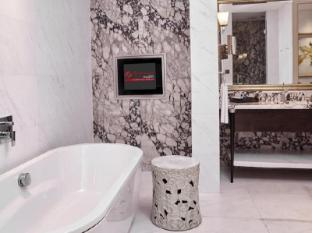 Resorts World Sentosa - Hotel Michael Singapore - Deluxe Premium Suite 2 Bedroom Bathroom
