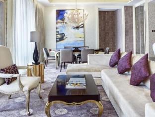 Resorts World Sentosa - Hotel Michael Singapore - Deluxe 2 Bedroom Suite Living Room