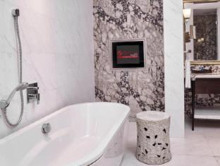 Resorts World Sentosa - Hotel Michael Singapore - Premium Room Bathroom