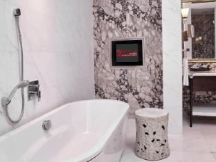 Resorts World Sentosa - Hotel Michael Singapore - Deluxe Premium Suite Bathroom