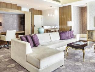 Resorts World Sentosa - Hotel Michael Singapore - Deluxe Premium Suite Living Room