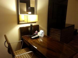 Ramada Colombo Hotel Colombo - Standard Twin & King Writing Table Facilities