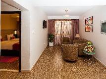 Flora Al Souq Hotel: guest room