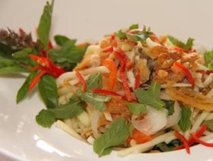 Hotel Cambodiana Phnom Penh - Mekong Restaurant