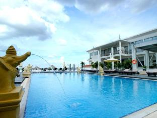 Hotel Cambodiana Phnom Penh - Swimming Pool