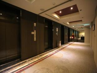 Hotel Sunroute Plaza Shinjuku Tokyo - Elevator hall