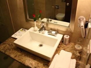 Airport Residency New Delhi and NCR - Bathroom