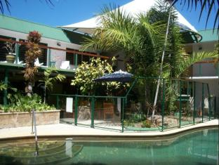 Bay Village Tropical Retreat & Apartments Cairns - Swimming Pool