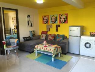 CT Colourful World Theme Room