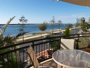 Windsurfer Resort Gold Coast - Balcony with water view