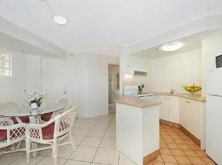 Windsurfer Resort Gold Coast - Kitchen