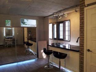 Sinsa Garosugil Studio House