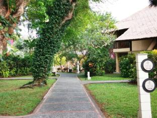 Mercure Resort Sanur Bali - Garden path at Mercure Sanur