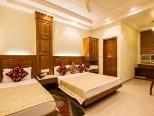 Aster Inn New Delhi and NCR - Triple Deluxe Room