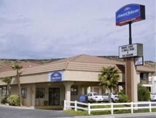 /howard-johnson-inn-saint-george/hotel/st-george-ut-us.html?asq=jGXBHFvRg5Z51Emf%2fbXG4w%3d%3d