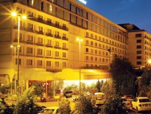 /pearl-continental-lahore/hotel/lahore-pk.html?asq=vrkGgIUsL%2bbahMd1T3QaFc8vtOD6pz9C2Mlrix6aGww%3d