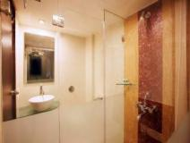 Hotel Yogi Metropolitan: bathroom