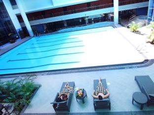 Pacific Palace Hotel Batam Island - Swimming Pool