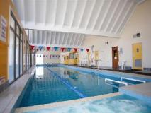 Quest Sanctuary Lakes Apartments: swimming pool