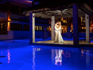 Fitzroy Island Resort Cairns - Romantic Moment