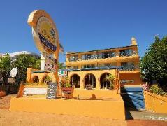 Delfinos Bay Resort