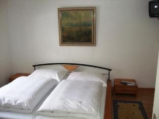 /apartment-waldhaus-opitz/hotel/zell-am-see-at.html?asq=vrkGgIUsL%2bbahMd1T3QaFc8vtOD6pz9C2Mlrix6aGww%3d