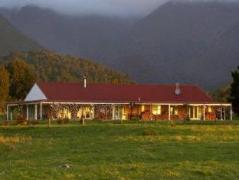 Misty Peaks Boutique Accommodation | New Zealand Budget Hotels
