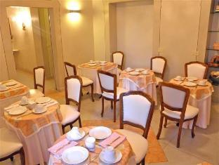 Residenza Al Corso Rome - Shops
